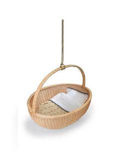 Minicuna colgante con forma de cesta