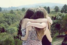 Amigos são aquelas pessoas que fazem a sua vida valer a pena. Que estão sempre ao seu lado, seja pra rir com você ou de você. Eles fazem dos seus dias mais coloridos, das suas fossas mais amenas, das suas alegrias duplicadas. Eles são um pacote cheio de piadas sem graça, xingamentos, ligações inesperadas, situações inusitadas que completam o seu dia dia e te dão força para enfrentar todas as dificuldades, afinal depois de um dia tumultuado, cheio de problemas, não há coisa melhor que sentar…