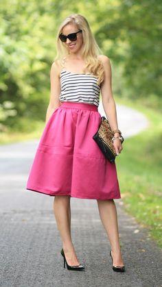 Retro Midi skirt, downplay for a more Ariana look ❤️ Pink Midi Skirt, Full Midi Skirt, Full Skirts, Dress Skirt, Midi Skirts, 2015 Fashion Trends, Fashion 2018, Pink Fashion, Retro Fashion