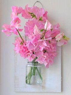 Faça em Casa: Quadro-vaso com vidro reciclado