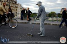 #vamoskigo | Street Performer | Paris, France | One of many  performers in the streets of Paris, these independent artists add great entertainment and a unique touch to the city of light.