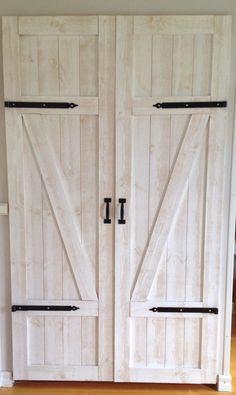 House Inspiration, Rustic House, Rustic Barn Door, Types Of Doors, Decor Design, Construction Design, Diy Door, Doors, Home Decor