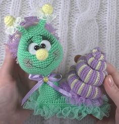 Snail – Free amigurumi pattern in English, Italian and French – Carmen Crochet Crochet Animal Patterns, Stuffed Animal Patterns, Amigurumi Patterns, Crochet Animals, Crochet Snail, Crochet Flowers, Crochet Toys, Free Crochet, Yarn Colors