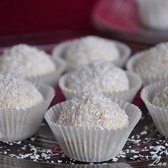 Bomboane de ciocolata alba cu cocos Food Cakes, Cake Recipes, Muffin, Goodies, Sweets, Baking, Breakfast, Desserts, Mai