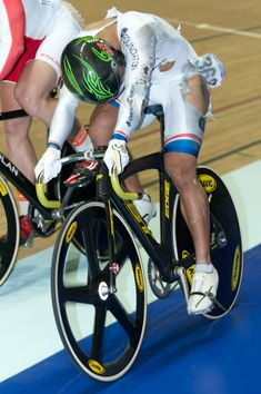 2011 Track Cycling World Cup – Mens Keirin Final Track Cycling, Lycra Men, Bike Pedals, Bicycle Art, Courses, World Cup, Finals, Olympics, Visual Arts