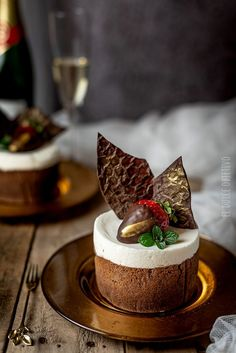 Fancy Desserts, Delicious Desserts, Dessert Recipes, Scary Cakes, Chocolates Gourmet, Beautiful Desserts, Cafe Food, Mini Cakes, Christmas Desserts
