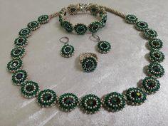 Beaded Jewelry, Jewelry Necklaces, Bracelets, Crystal Jewelry, Halloween Schmuck, Jewelry Gifts, Handmade Jewelry, Beading Tutorials, Minimalist Jewelry