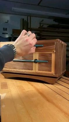 Wood Shop Projects, Small Wood Projects, Woodworking Projects Diy, Fine Woodworking, Diy Projects, Popular Woodworking, Solid Wood Furniture, Diy Furniture, House Furniture Design