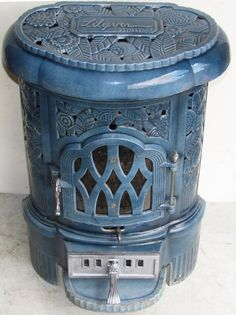 Antique French Stove Co Deville Lilyver blue Oil Heater, Stove Heater, Old Stove, Stove Oven, French Stove, Foyers, Wood Stove Cooking, Cast Iron Stove, Vintage Stoves