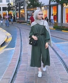 Hijab Beautiful hijab Hijab fashion Muslim girls Beautiful muslim women Jennifer Anniston Gaya hijab Hijabi fashion Muslimah fashion Muslim fashion Abaya fashion Hijabi o. Hijab Fashion Summer, Modest Fashion Hijab, Hijab Style Dress, Modern Hijab Fashion, Casual Hijab Outfit, Hijab Fashion Inspiration, Hijab Chic, Muslim Fashion, Fashion Muslimah