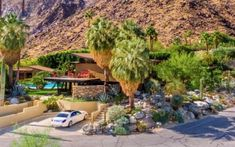 This mid-century home perfectly demonstrates Donald Wexler's sustained impact on the architecture of Palm Springs. Richard Neutra, Palm Springs, Spring Architecture, Mid Century Exterior, Modern Architects, Indoor Outdoor, Outdoor Decor, Mid Century House, Mid-century Modern