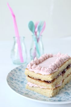 Sponge cake with cherry buttercream