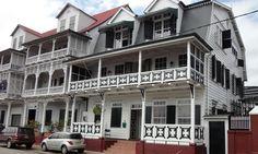 Hotel La Petite Maison is gevestigd op een unieke locatie in de binnenstad, dichtbij vele historische gebouwen en het centrum van Paramaribo, om precies te zijn aan de waterkant