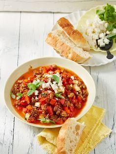 Paprika-Hackpfanne mit Feta - getestet - 2 kleine Dosen Tomaten genommen....lecker....aber ähnlich wie unsere restebolognese. Portion mit Nudeln eher 6 statt 2.