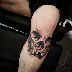 Skull in progress Skull Hand Tattoo, Skull Sleeve Tattoos, Skeleton Tattoos, Leg Tattoo Men, Skull Tattoo Design, Thumb Tattoos, Baby Tattoos, Tattoos For Guys, Lp Tattoo