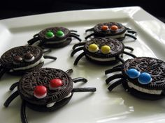 Oreo spiders for Halloween ! - Oreo spiders for Halloween ! Halloween Snacks, Comida De Halloween Ideas, Bolo Halloween, Dessert Halloween, Halloween Birthday, Halloween Fun, Halloween Kita, Halloween Bedroom, Halloween Recipe
