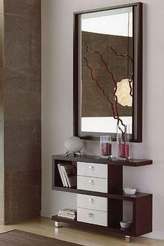 Este estupendo recibidor en un actual y elegante diseño, se compone por espejo y mueble con cuatro cajones. Puede elegir entre dos fantásticas combinaciones de colores: wengué/hueso y wengué/naranja.