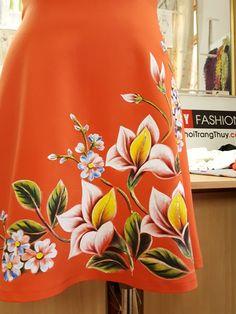 Váy vẽ tay thủ công họa tiết hoa màu acrylic không phai màu V471