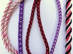 Kumihimo Braiding Patterns: This is where to find detailed instructions and lots of step-by-step photos to help kumihimo enthusiasts to extend their skills. Diy Bracelets Easy, Bracelet Crafts, Jewelry Crafts, Handmade Jewelry, Beaded Bracelets, Jewelry Ideas, Braid Patterns, Friendship Bracelet Patterns, Friendship Bracelets