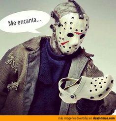 A Jason le encantan los crocs