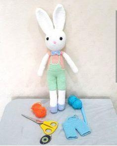 Amigurumi Tavşan Tarifi anlatımlı Crochet Rabbit, Crochet Toys, Knitting Patterns, Crochet Patterns, Bunny Crafts, Amigurumi Toys, New Toys, Tweety, Lana