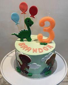 Tarta buttercream dinosaurios y globos. Cupcakes, Desserts, Food, Fondant Cakes, Lolly Cake, Candy Stations, Cookies, Dinosaur Cupcake Cake, One Year Birthday