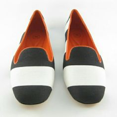 Johnston and Murphy Riley Awning Stripe Slippers Condition:  New  The boldly striped cotton canvas upper and contrast-color leather trim and lining of Johnston & Murphy's Riley Awning Stripe slippers offer on-trend pizazz and supple comfort.  Since 1850, Johnston & Murphy has been making fine footwear for prosperous and discerning professionals  Striped cotton canvas upper with contrast leather trim  Soft sheepskin leather lining  Memory-foam-cushioned insole Johnson & Murphy Shoes Flats…
