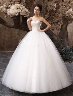 Floor-Length White Bridal Ball Gown Wedding Gown with Sweetheart Neck Ruched