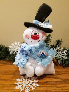 Christmas Mini Albums, Christmas Minis, Christmas Snowman, Christmas Holidays, Christmas Decorations, Christmas Ornaments, Christmas Stuff, Snowman Crafts, Felt Crafts