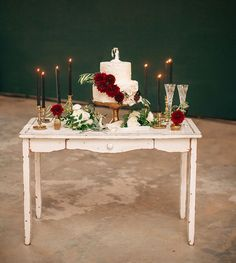 I like table not set up Wedding Desserts, Wedding Cakes, Wedding Decorations, Vintage Wedding Cake Table, Table Wedding, Chic Wedding, Rustic Wedding, Our Wedding, Wedding Details