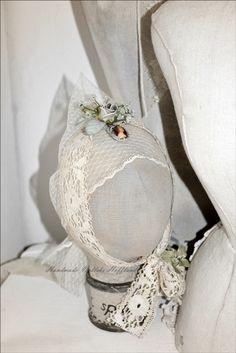 **Hoofdje van stof, victoriaanse stijl** For sale http://www.marktplaats.nl/a/antiek-en-kunst/curiosa-en-brocante/m843792462-brocant-hoofd-van-linnen-met-krans.html?c=d721e818194200feca4409741512b6e6&previousPage=mympSeller