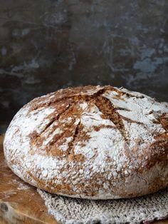 Eltefritt halvgrovt brød med linfrø #baking #bread #brød #eltefritt #noknead #grytebrød #gjærbakst #oppskrift #recipe #bakdittegetbrød #lettvint Granola, Food Art, Bread Recipes, Food And Drink, Baking, Desserts, Norway, Bakery Business, Bakken