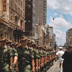 Vietnam war - Australian troops returned from Vietnam march through Brisbane, Queensland, 12 November 1970 First Indochina War, Australian Defence Force, Vietnam War Photos, North Vietnam, Anzac Day, 12 November, Lest We Forget, Vietnam Veterans, Military History