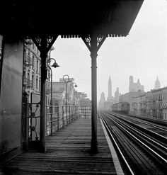 "Marjory Collins - New York, New York, 1942 Sept.  Looking downtown from the Third Avenue elevated railway in the ""Fifties""."