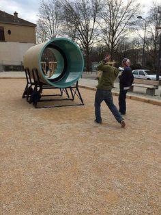 """""""Ping-Pong Pipe"""", APS France+Alsolu (entreprises) et Laurent Perbos (designer), Saint-Étienne, 2015. À Saint-Étienne, le mobilier urbain expérimental investit l'espace public"""