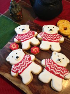 Christmas Cookies - Teddy Polar Bear Sugar Cookies with Fresh Lemon Royal Icing! Christmas Sugar Cookies, Christmas Sweets, Christmas Cooking, Noel Christmas, Holiday Cookies, Gingerbread Man Cookies, Gingerbread Men Icing, Fancy Cookies, Iced Cookies