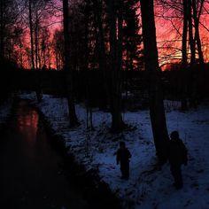 Ihanaa sunnuntai-iltaa! Tänään oli taivaalla niin upea väri ettei kamera sitä pystynyt toistamaan  #auringonlasku #sunset #redsky #sky #punainentaivas #taivas #luonto #nature #ulkoilua #espoo #esbo #finland #suomi