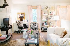 a small space which looks huge // Cat Cantrell's Houston Garage Apartment Tour #theeverygirl