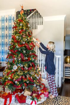 Simple tips for holiday decorating on a budget https://hisugarplum.com/christmas-at-home-our-christmas-tree/ #christmastree #buffaloplaid #holidaydecor