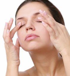 Comment rajeunir le contour des yeux. La peau du contour des yeux est beaucoup plus mince que dans le reste du visage. Il n'est donc pas surprenant qu'elle vieillisse plus rapidement et souffre des effets de l'âge. Ce vieillissement préma...