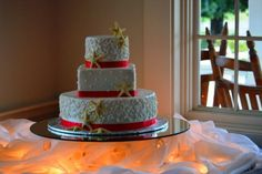 Weddings at the 173 Carlyle House in Norcross, Beachy wedding cakes!