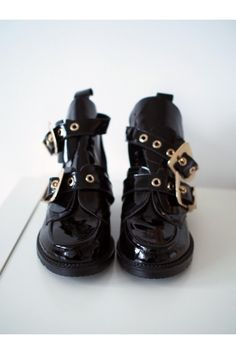 CUT OUT BOOTS, 35 /ida365 Two Hands, Boots, Clothes, Fashion, Crotch Boots, Outfits, Moda, Clothing, Fashion Styles