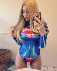 Super Girl Selfie - Bekè Cosplay - More at https://pinterest.com/supergirlsart #hot #sexy #cosplay #girl