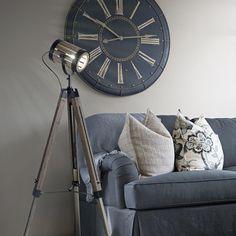 Φωτιστικό δαπέδου από καφέ ξύλο TORCHIO PT1 IDEAL LUX Wooden Floor Lamps, Wooden Flooring, Tripod Lamp, Throw Pillows, Bed, Industrial, Home Decor, Wood Flooring, Toss Pillows
