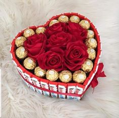 100 Cute Valentine's Day Gifts For Boyfriends That Are Sweet and Romantic - Hike n Dip - - Looking for the perfect romantic Valentine's Day gift? Here are countless Valentine's Day Gifts for boyfriend, that are sweet, romantic and cute. Valentines Ideas For Boyfriend Diy, Creative Gifts For Boyfriend, Diy Valentines Day Gifts For Him, Diy Gifts For Him, Valentine Day Crafts, Boyfriend Gifts, Boyfriend Birthday, Boyfriend Ideas, Flowers For Valentines Day