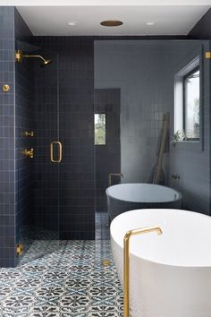 Modern home design Bad Inspiration, Bathroom Inspiration, Midcentury Modern, Small Bathtub, Beautiful Home Designs, Bathroom Design Small, Beautiful Bathrooms, Modern House Design, Bathroom Interior