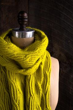 Reversible rivulet scarf. Pattern and tutorial available on site. | Purl Bee http://www.purlbee.com/2015/03/20/reversible-rivulet-scarf/
