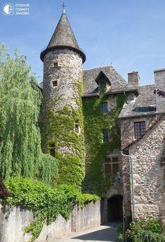 Деревня Sainte Eulalie d'Olt. Франция - Путешествуем вместе French Castles, Beaux Villages, France, Pyrenees, Pisa, Saint, Tower, Mansions, House Styles