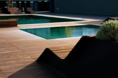 wood border between pools and wood pool chairs    PROAP
