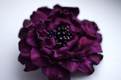 Purple leather flower brooch от meudeus на Etsy